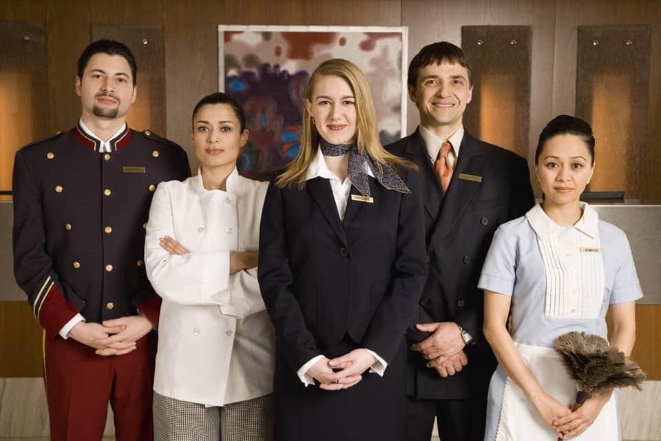 Nhân viên khách sạn 6 sao chuyên nghiệp