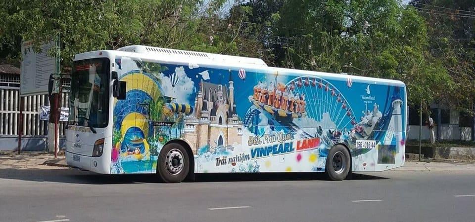 Xe buýt đưa đón khách đi Vipearl Land và Safari