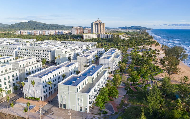 Dự án sở hữu vị thế sát biển hiếm có bậc nhất bãi Trường, liền kề khách sạn 5* InterContinental Phu Quoc.